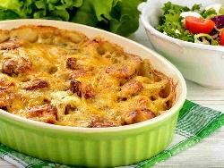 Огретен с варени картофи, македонска наденица, гъби, прясно мляко, яйца и кашкавал на фурна - снимка на рецептата